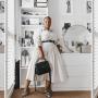 Unser Look der Woche: Plus Size Stylistin Lauren Alexandra in ihrem weißen Hemkleid